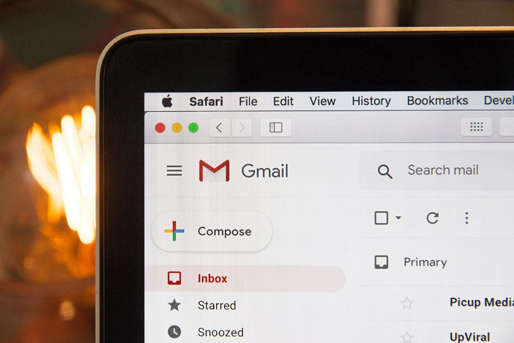 illustration ordinateur boite mail